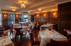 desmonds-steakhouse-dining-room-1