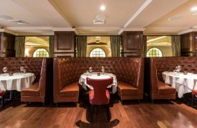 desmonds-steakhouse-booths